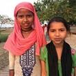Thầy Huyền Diệu hướng dẫn trẻ em Nepal cầu nguyện
