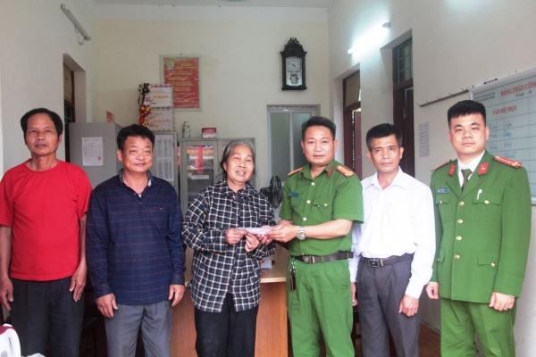 """Người mua đồng nát ở Thanh Hóa trả lại 1,1 cây vàng cho """"khổ chủ"""